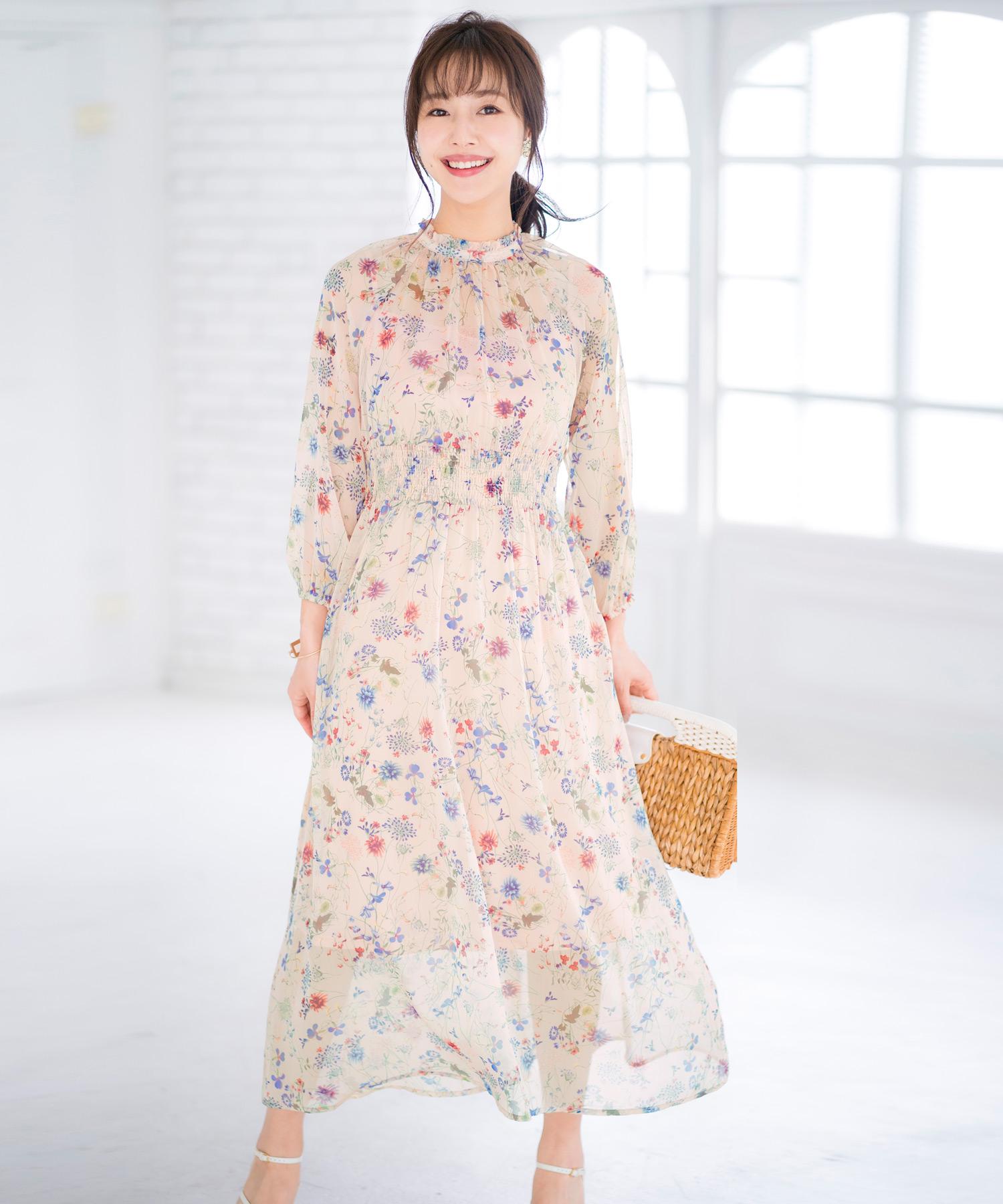 透け感ある楊柳シフォンに華やかな花柄が映えるレディワンピ