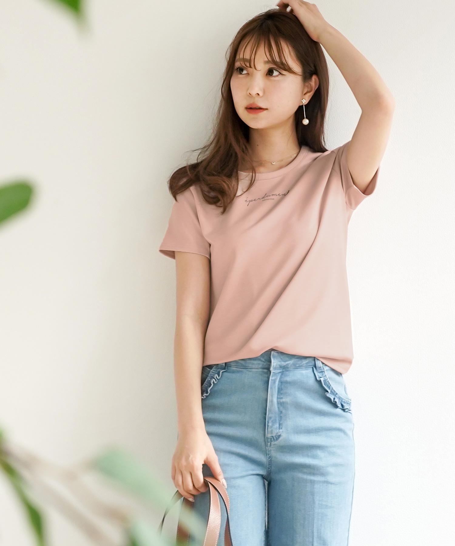 着やすくて合わせやすい!le reve vanillerのレタリングロゴ Tシャツ。