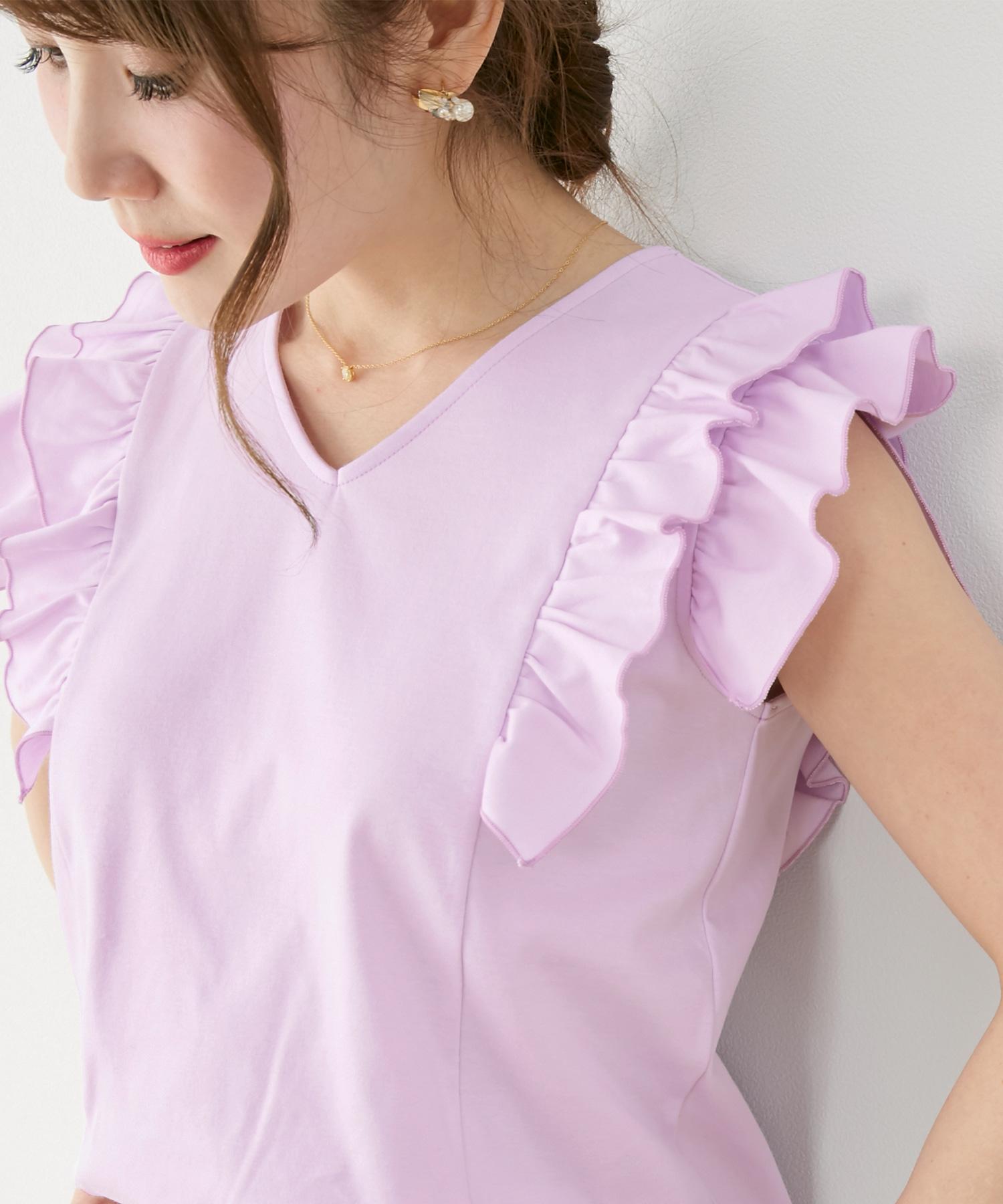 涼しげでスリム効果のある袖の丈感とフリル。かわいくておしゃれなカットソー。