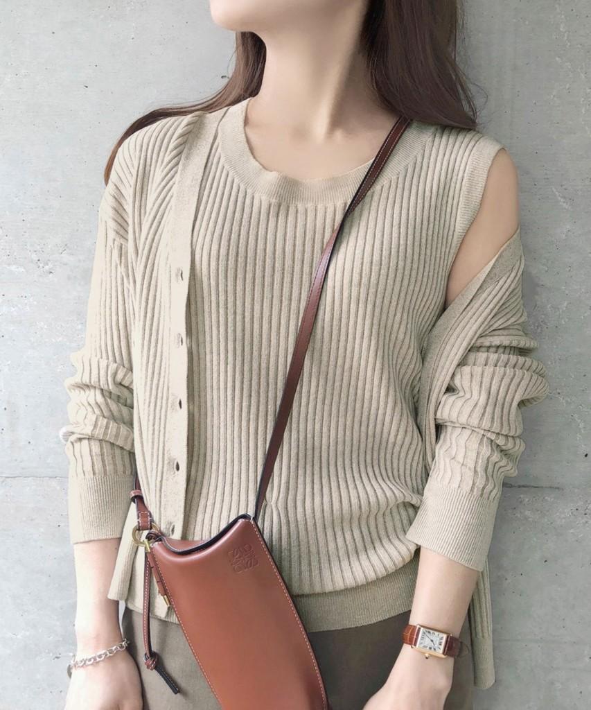 セットで着られるアンサンブルニット。トレンド素材の柔らかな質感が魅力。